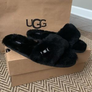 NIB UGG Balck Fluffie Slide Slippers fits like a 9